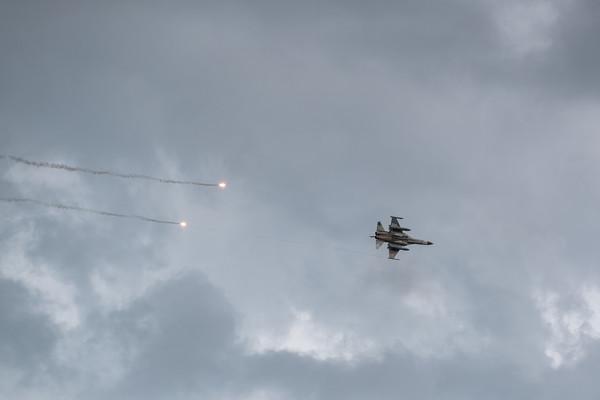 快訊/台南23:06傳巨響!戰機緊急起飛 網:有兩架IDF